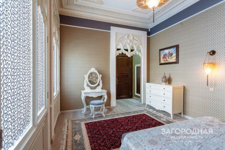 В доме шесть светлых, уютных и полностью обустроенных и обставленных мебелью спален